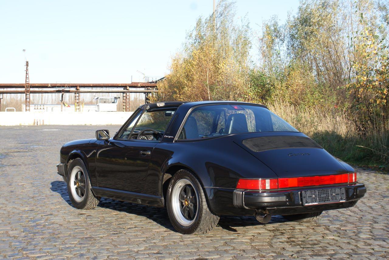 911 youngtimer Porsche 911 Carrera targa 1988 black