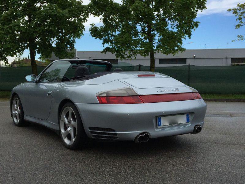 911 youngtimer - Porsche 996 Carrera 4S cabriolet - 2004 - Polar Silver / Metropol blue