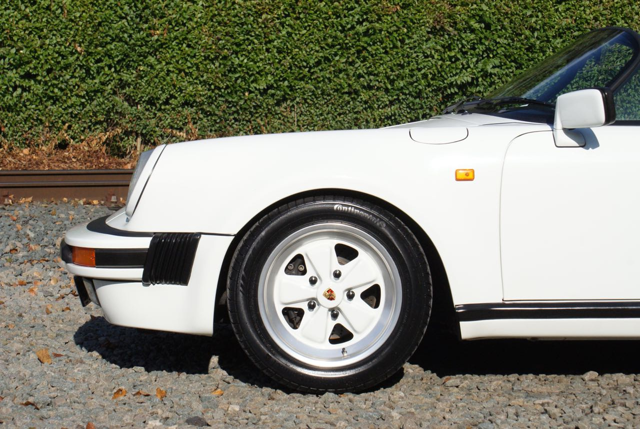 911-youngtimer-911-Speedster-1989-Grand-Prix-white-8-of-20
