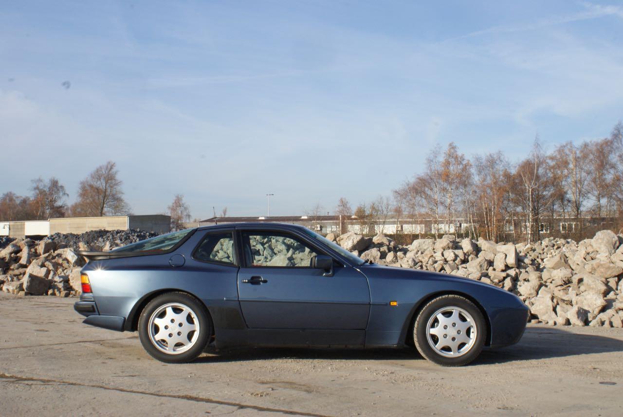911-youngtimer-porsche-944-s2-dove-blue-metallic-1990-8-of-15