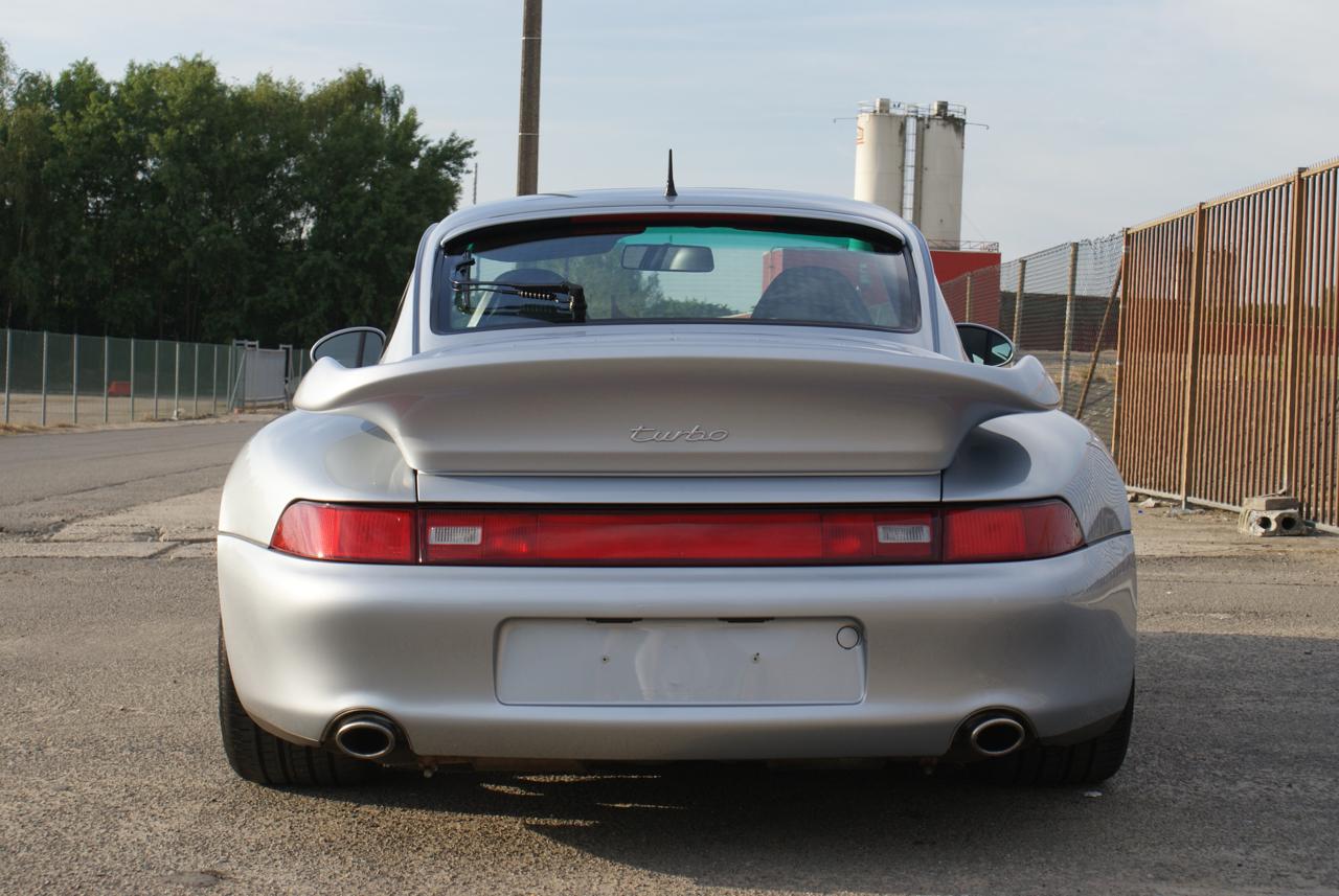 911-youngtimer-Porsche-993-turbo-Polar-silver-1997-13-of-15.jpg