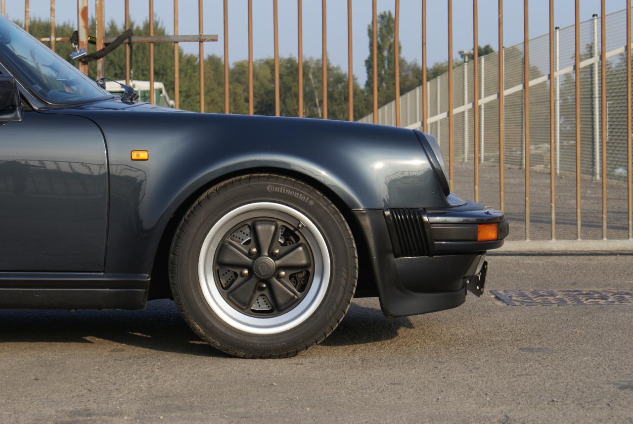 911-youngtimer-Porsche-911-Carrera-WTL-Marine-Blue-metallic-1988-12-of-16.jpg