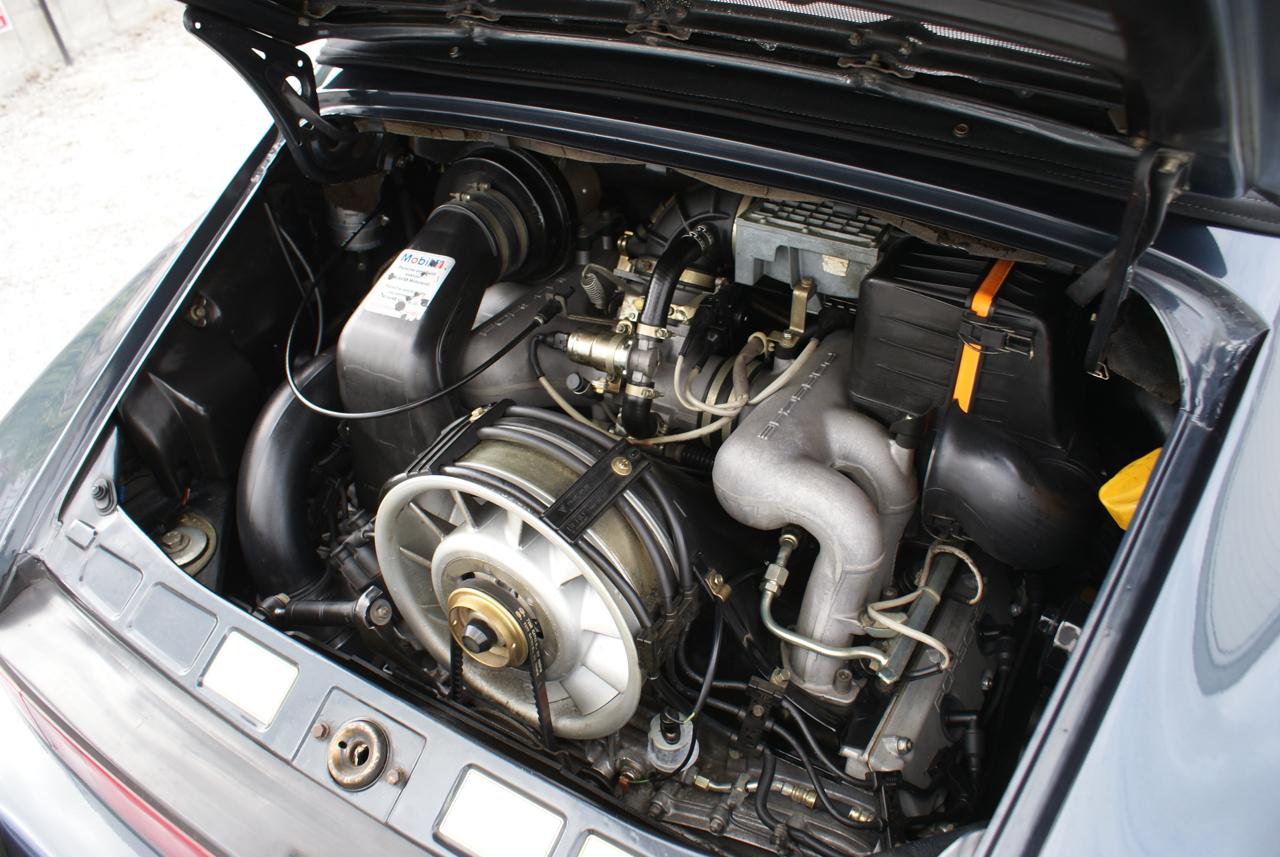 911-youngtimer-Porsche-911-Carrera-WTL-Marine-Blue-metallic-1988-15-of-16.jpg